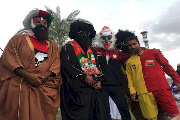 حوالی نبرد ایران - عمان: کری خوانی شدید عمانی ها با بلیت های مجانی
