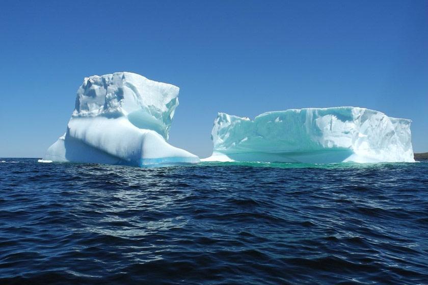 بزرگ ترین کوه یخ شناور در دهکده فرینلند کانادا