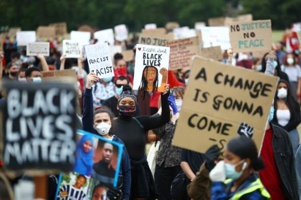 تظاهرات دهها هزار نفری در مرکز لندن در اعتراض به قتل جورج فلوید