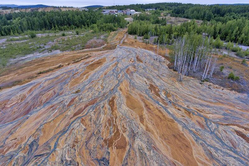 جاری شدن رودخانه اسیدی در روسیه
