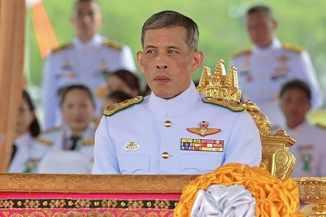 تحسین پادشاه تایلند از یک مرد وفادار متعصب، جنجال به پا کرد