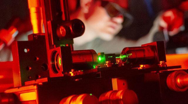 پیشرفت تعامل نور و ماده با ترکیب مواد 2بعدی و فیبرهای نوری
