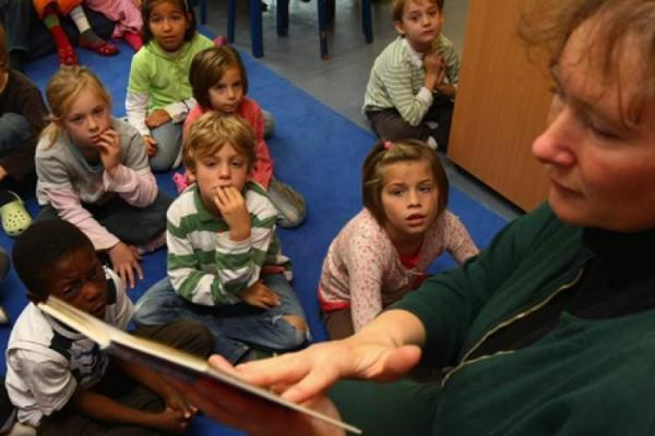 خواندن کتاب با صدای بلند برای بچه ها موجب رشد مغز آنها می شود