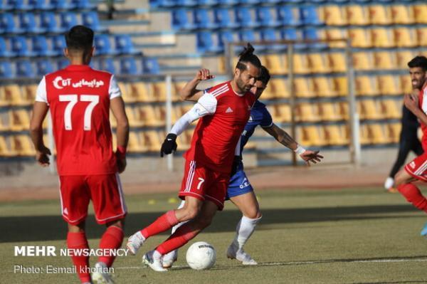 تیم فوتبال تراکتور در تهران اردو می زند