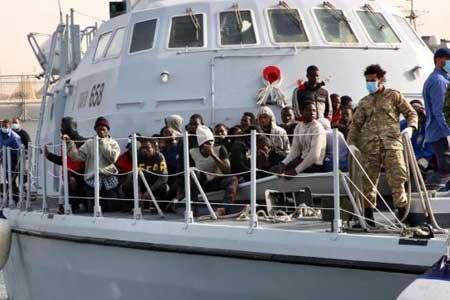 نجات 99 مهاجر غیرقانونی توسط گارد ساحلی لیبی